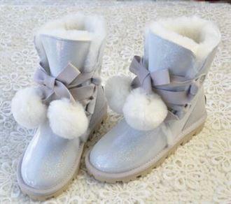 系带蝴蝶结防水亮面羊皮毛一体雪地靴女中筒靴可爱毛球厚底雪地棉